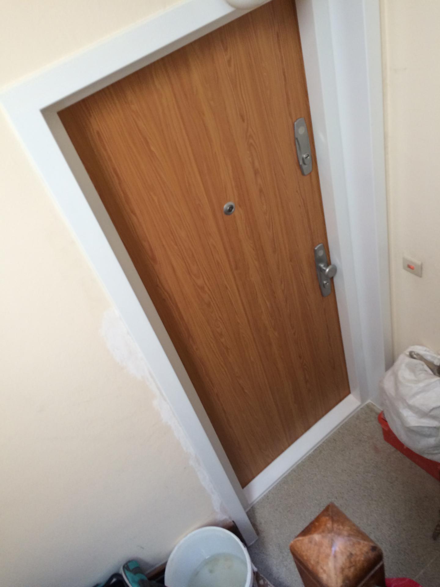 gepantserde deur voor appartement voor de laagste prijs. Black Bedroom Furniture Sets. Home Design Ideas